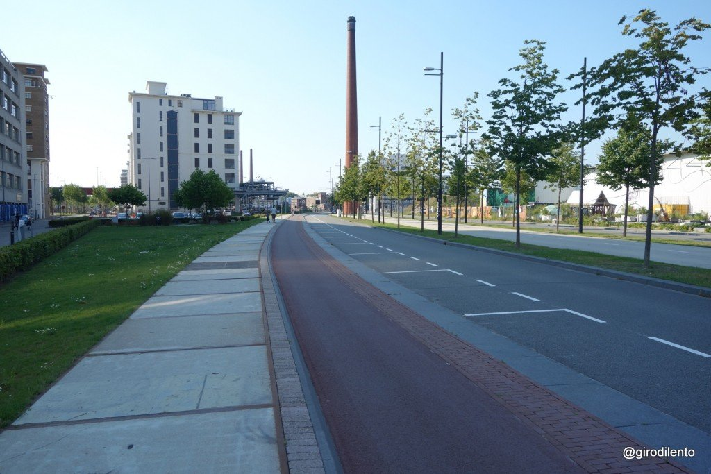 Cycle path in central Eindhoven, note the cyclists on far left who are choosing to cycle on quieter paths than this one